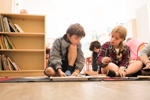 travail en groupe école Montessori Vernouillet