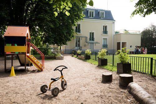 vue du fond du jardin école secrets d'enfance